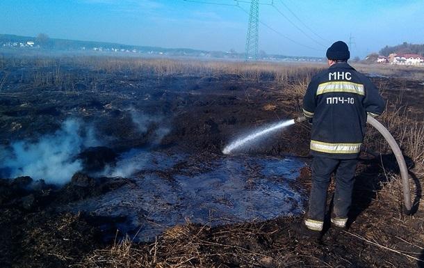 В двух районах под Киевом тлеют торфяники