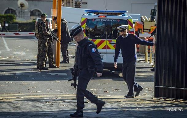 Увиявленій машині терористів впередмісті Парижа знайдено зброю