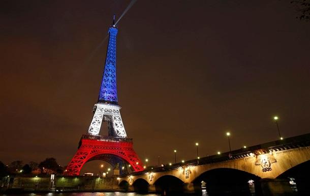 Эйфелеву башню вновь открыли для посетителей