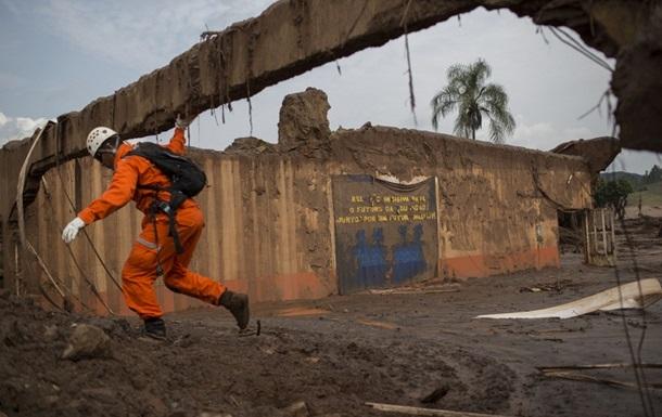 В Бразилии объявлен режим ЧП на реке, загрязненной после прорыва дамб
