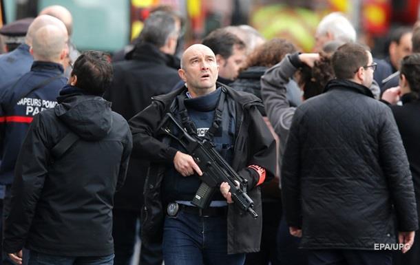 Парламент Франции продлил режим ЧП на три месяца
