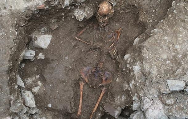 Археологи раскопали могилу девушки-ведьмы