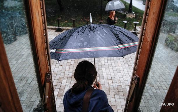 На выходных в Украине будут дожди и сильный ветер