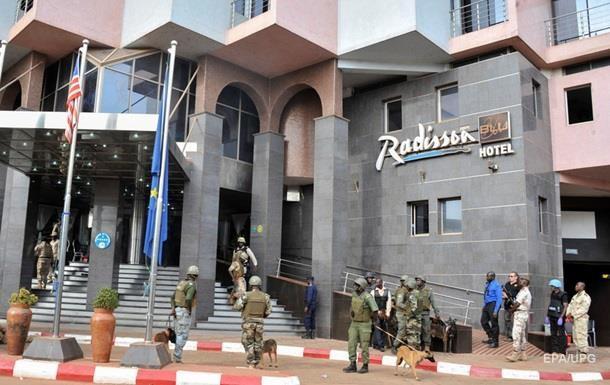 Мали разыскивает трех подозреваемых в атаке на отель