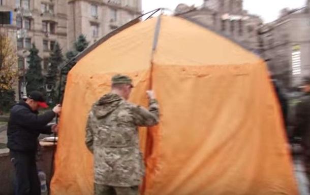 На Майдане установили первую палатку