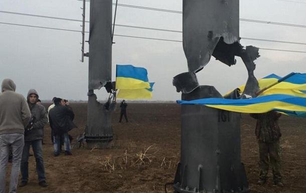 Конфликт у ЛЭП в Крым: силовик ударил журналиста
