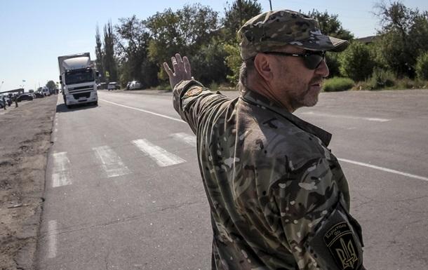 Кабмин ввел запрет на перемещение грузов в Крым