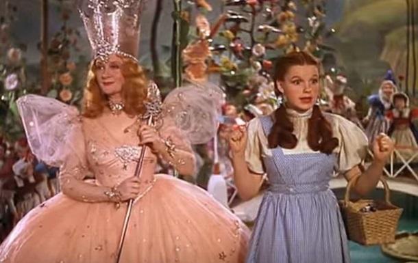 Платье Джуди Гарленд из Волшебника страны Оз продали за $1,5 млн