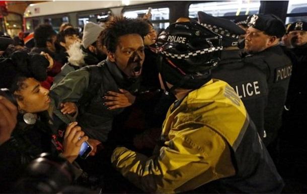 В Чикаго полицейский выпустил в подростка 16 пуль