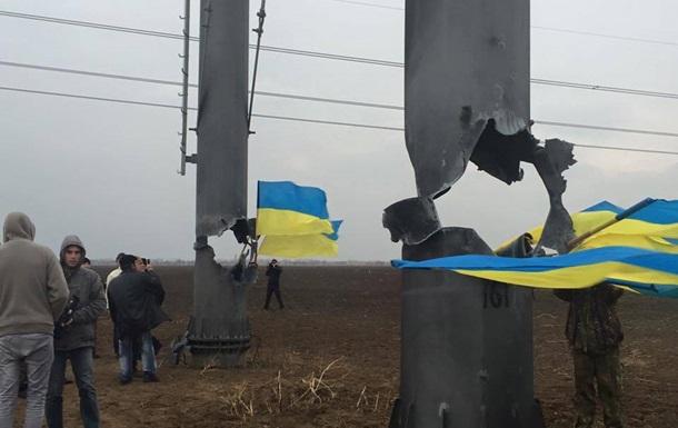 Крым без света: ремонтников опять не пустили к ЛЭП
