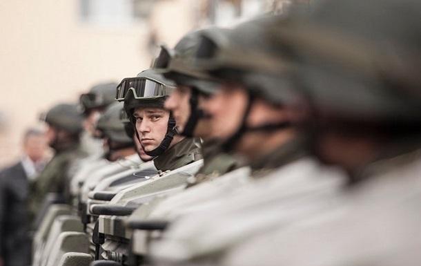 Бойцы Нацгвардии каждый день будут начинать с поднятия флага