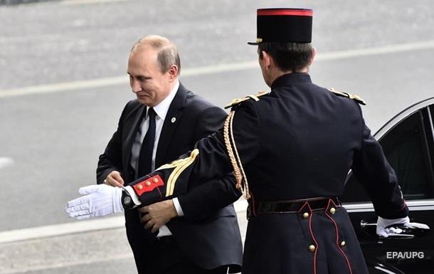 Путин опоздал на минуту молчания в Париже
