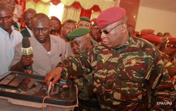 Экс-президент Гвинеи признался в контрабанде наличных
