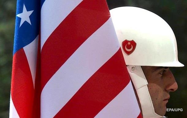 США призвали Турцию бомбить ИГ, а не курдов