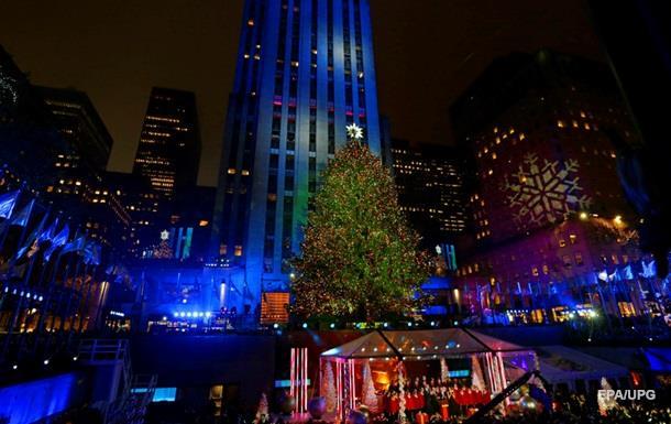 В Нью-Йорке зажгли огни на главной рождественской елке США