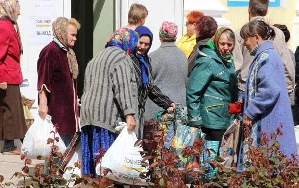 В разрушенный Углегорск доставили гуманитарную помощь