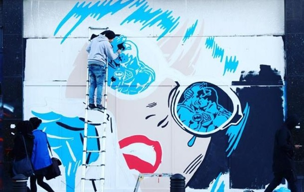 В Лондоне испортили граффити с Бэтменом и Суперменом