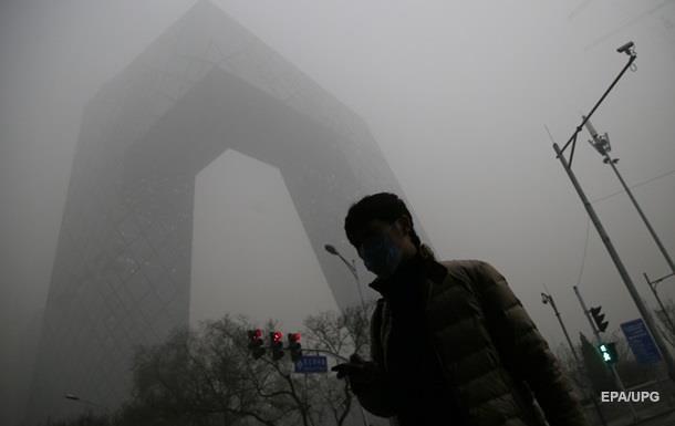 В Пекине из-за смога приостановлена работа заводов