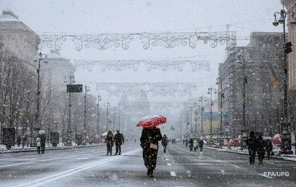 На выходных киевлян ждут снег и гололед