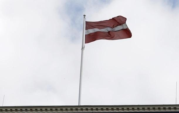 Латвия строит стену от мигрантов на границе с РФ