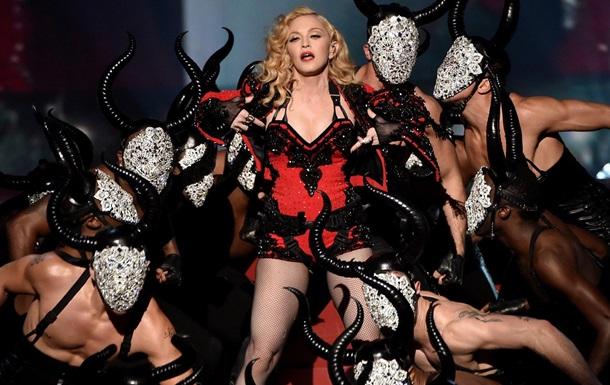 Мадонна обматерила поклонников, возмущенных задержкой ее концерта