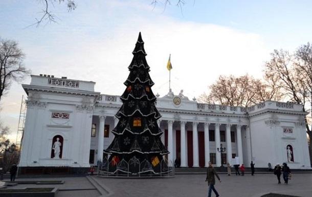В Одессе установили главную елку