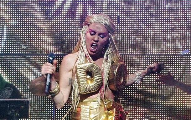 Майли Сайрус ошарашила поклонников образом в жанре  ню