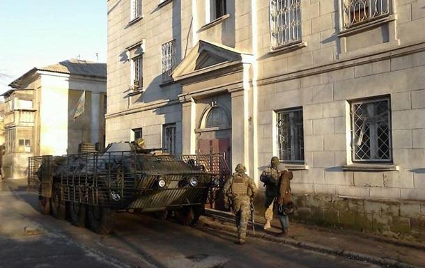 Спецоперация в Мариуполе: у ПС изымают оружие