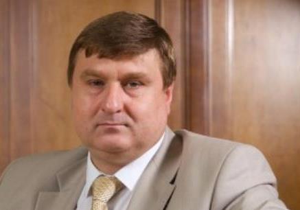 Залізничний етап для Мезенцева: як люди Януковича дерибанять державні вагони