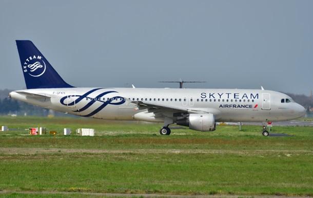 На борту самолета Air France нашли бомбу