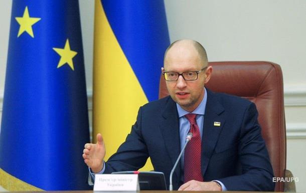 Яценюк обещает ответить России на закрытие ЗСТ