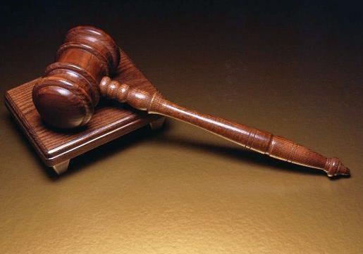 Сидите, сидите... или суд идет