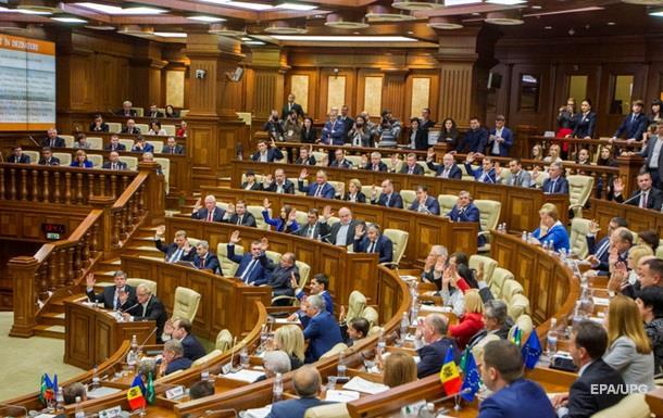 В парламенте Молдовы раскололась фракция коммунистов