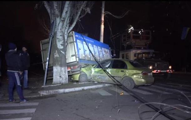 В Мариуполе военный грузовик влетел в легковушку