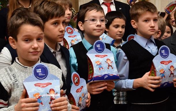 Борис Колесников обеспечил 60 000 детей Донецкой области новогодними подарками