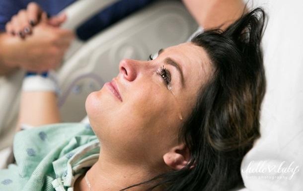 Фотограф показала рождение ребенка глазами матери