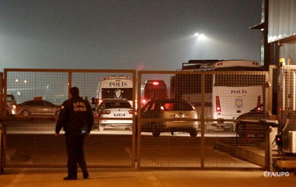Взрыв в аэропорту Стамбула: погибла женщина