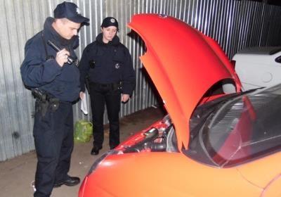 В автосалонах Украины продают угнанные военными машины из ЛНР