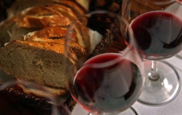 Еда и бокал вина