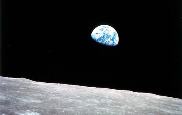 NASA показало историческое фото Земли с Аполлона-8