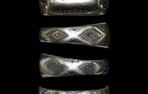 С аукциона продадут кольцо Жанны д Арк