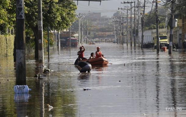 В Бразилии более двух тысяч семей покинули дома из-за наводнений