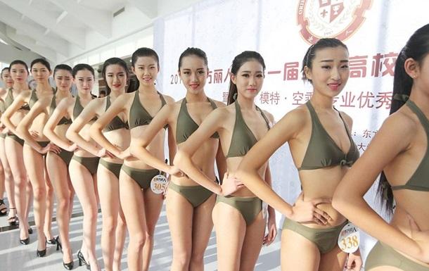 Китайские выпускницы облачились в бикини ради работы