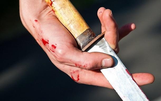 Азовец  тяжело ранил ножом двух мужчин