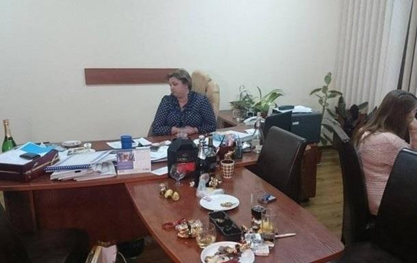Саакашвили объяснил взятку своей чиновницы