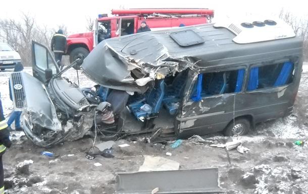 Под Кировоградом столкнулись два автобуса: пострадали 10 человек
