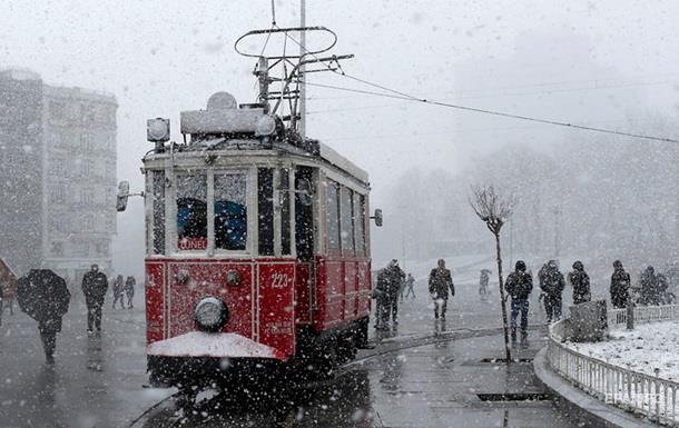 Турцию накрыло обильными снегопадами