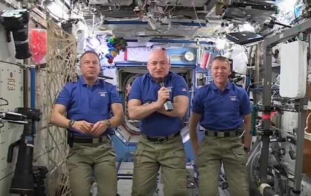 Астронавты МКС поздравили землян с Новым годом