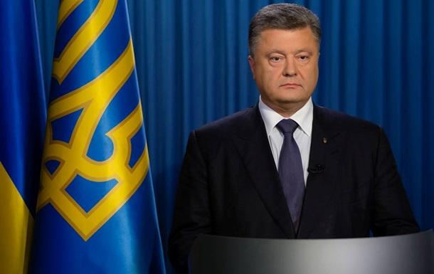Стала известна зарплата Порошенко и Ложкина за 2015 год