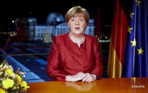 Меркель требует  жесткого ответа  на нападения в Кельне